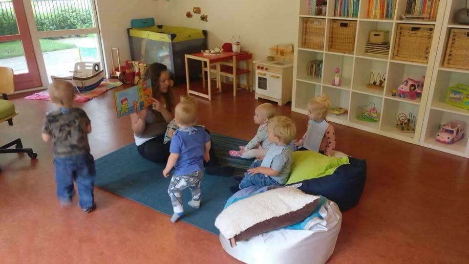 Voorlezen bij de babies/dreumesen